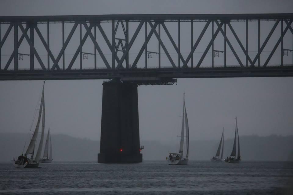 Regn og modstrøm mødte flere sejlere, herunder minbaad.dk, der sejlede på Drabant 24. Foto: Troels Lykke