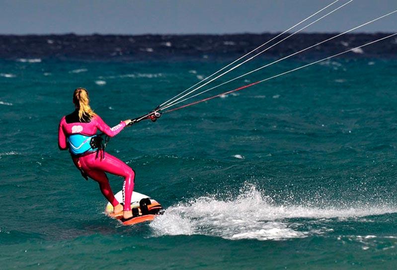 Camilla Ringvold måtte skære kiten væk en nat, da der var fejl på materiellet. Foto: enablepassion.com