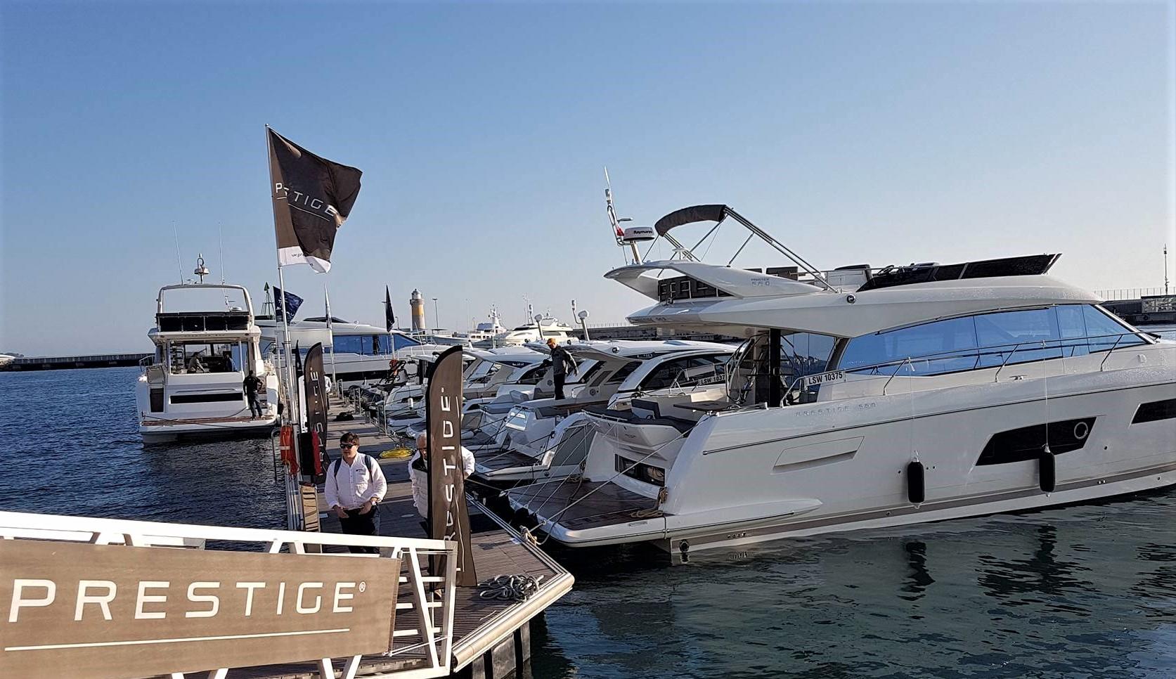 I går blæste det en del i Cannes, men nu er vinden mere rolig i filmbyen. Vi ankom i dag og testet fire Jeannau-både. Flere følger i morgen. Foto: Troels Lykke