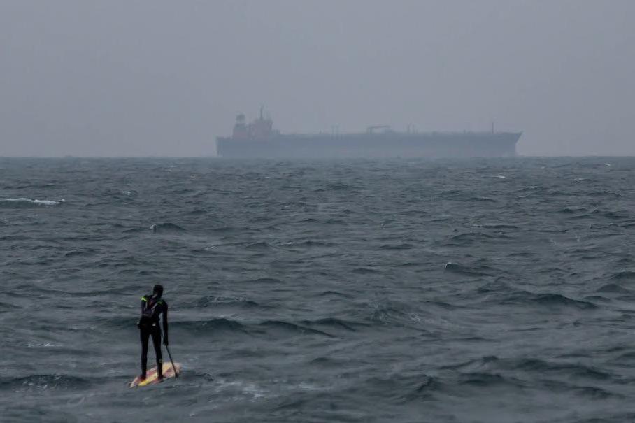 23-årige Casper Steinfath satte på SUP-board kurs mod Kristiansand. Foto: Mark Wengler, Red Bull Content Pool