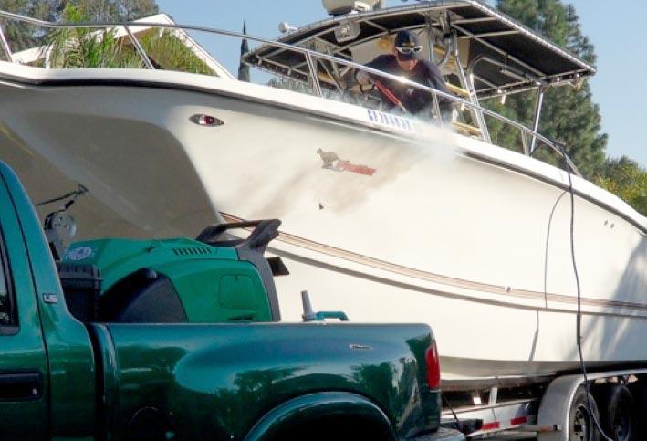 Dampvask bruges normalt til rensning af fribord etc. men bruges også til vask af tekstiler. Foto: MP Sejl