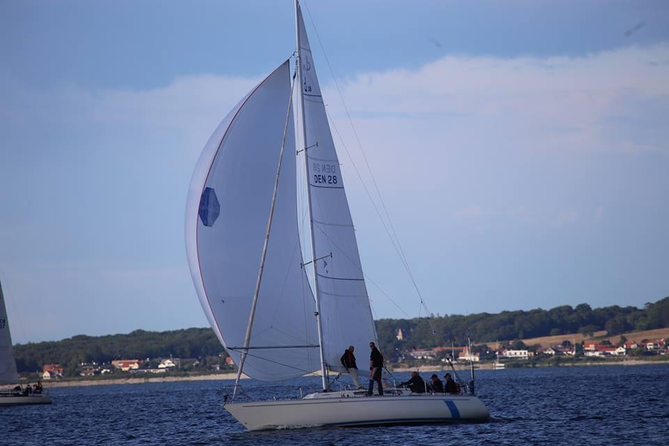 Claus Hamdrup sejler her Sjælland Rundt i 2014, men han er mest til Fyn Rundt, hvor han fra Korshavn og Kerteminde i alt har sejlet rundt 48 gange. Fotos: Troels Lykke