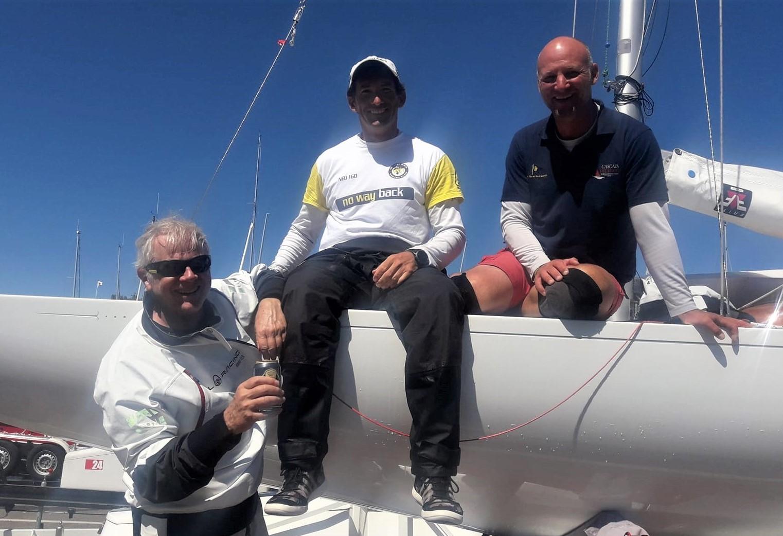 Grand Prix-vindere i NED 412. Fra venstre ses Pieter Heerema, George Leonchuk og danske Lars Hendriksen. Hollandske Heerema sejlede sidste år solo jorden rundt på 116 dage i Vendée Globe. Privatfoto