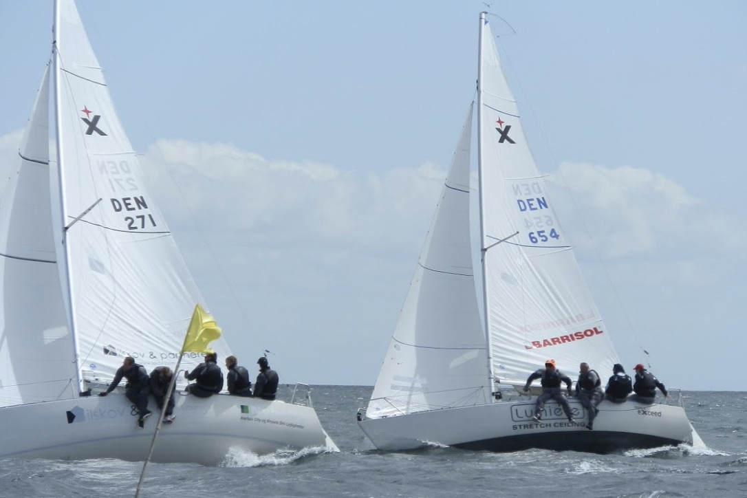 Der blev sejlet tæt til DM i Albin Express. H.C. Erbs, der her ses til venstre, var dog hurtigst. Foto: Nyborg Sejlforening