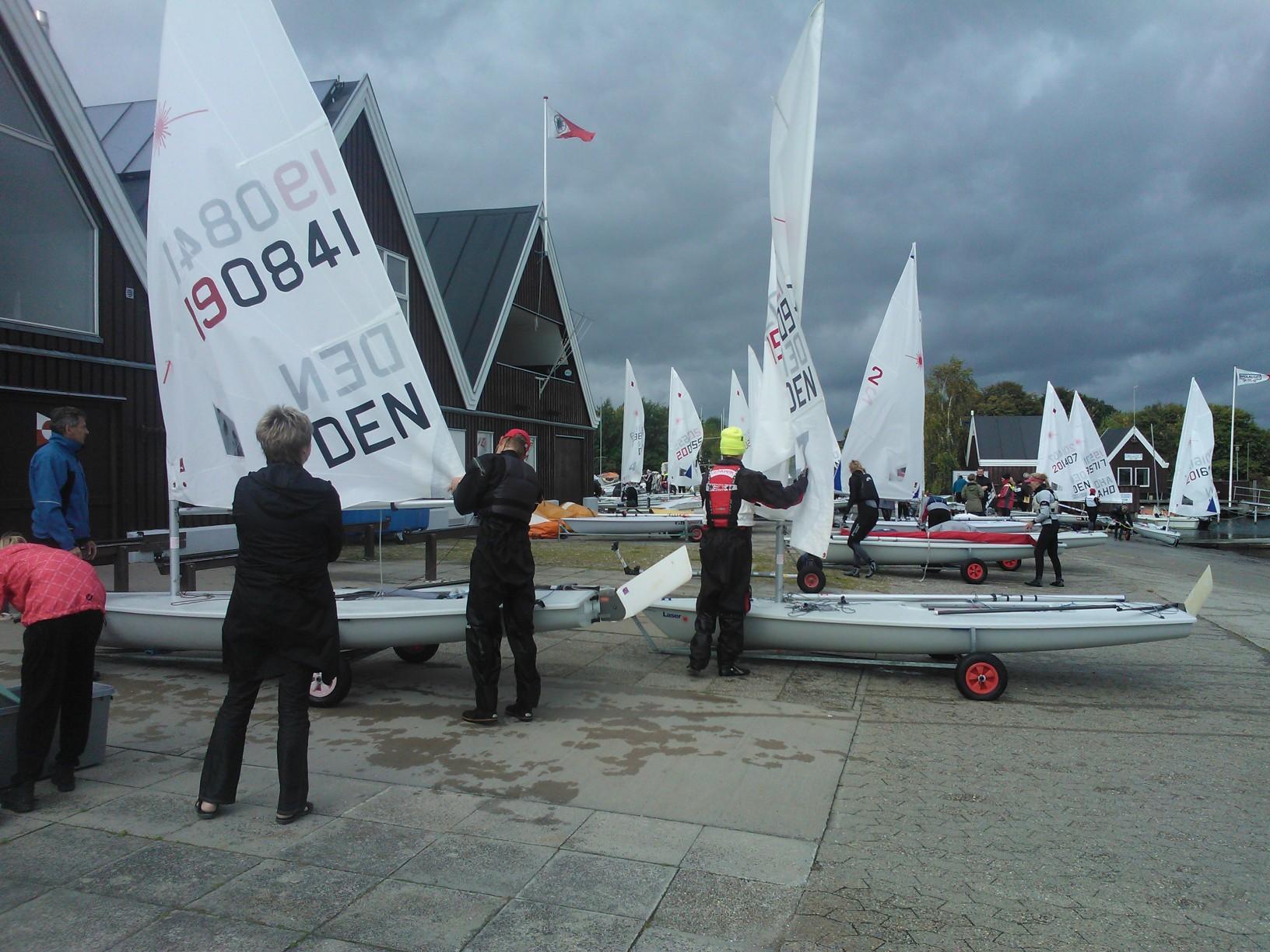 I Egå Sejlklub sejler man en del Laser-jolle, hvor tidligere EM-bronzevinder Alberte Holm Lindberg er træner. Foto: Troels Lykke