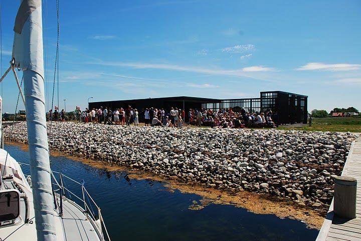 Havnemiljøet på Endelave er løftet med indvielsen af ny velfærdsbygning.