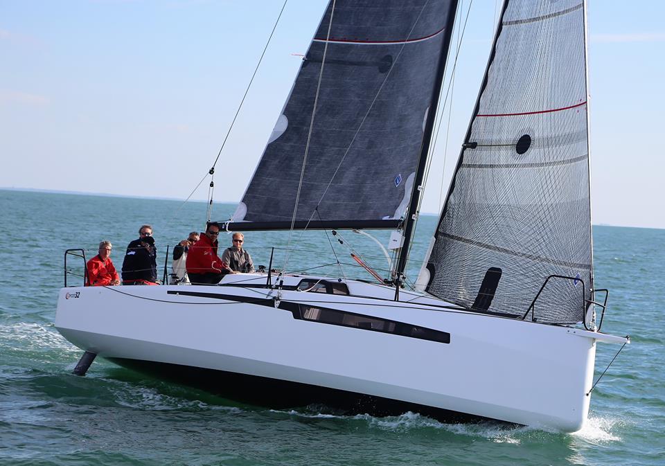 Franske Ofcet 32 er virkelig en hot båd til især kapsejlads. Båden er bred, men ultra let. Foto: Troels Lykke