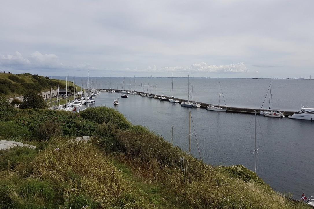Det er muligt for sejlerne at lægge vejen forbi Flakfortet i hele 2018-sæsonen. Foto: Flakfortet / Facebook