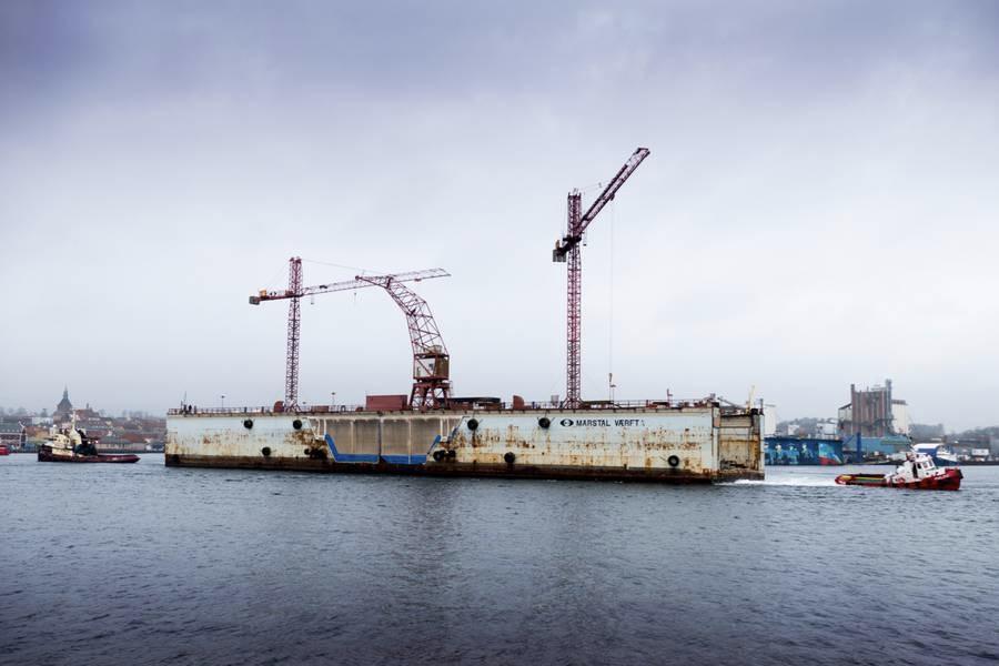 Flydedokken med kurs mod Svendborg. Foto: Søren Stidsholt Nielsen, Søsiden, Fyns Amts Avis