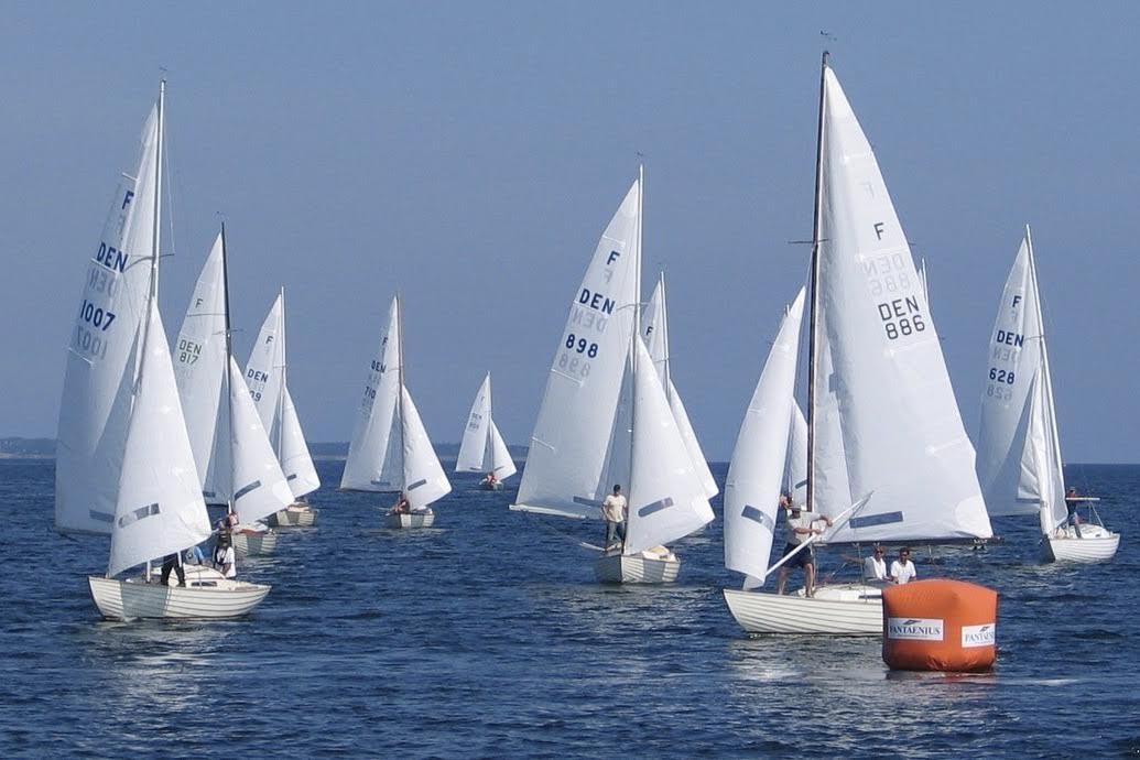 Sejlere fra hele verden har taget den klassiske Folkebåd til sig. Foto: Folkebådsklubben