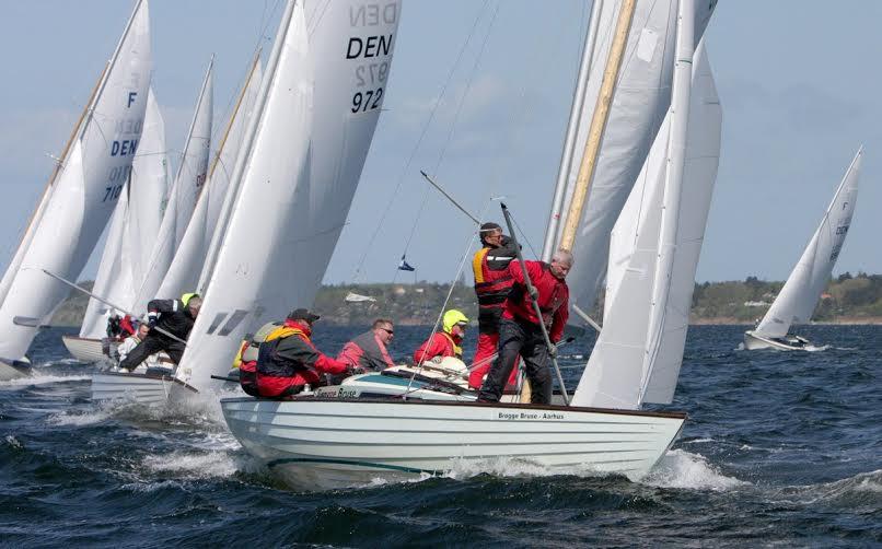 Endnu en grund til at sejle Folkebåd, nu kan man vinde hot sejlertøj fra Zhik. Foto: Keld Skov