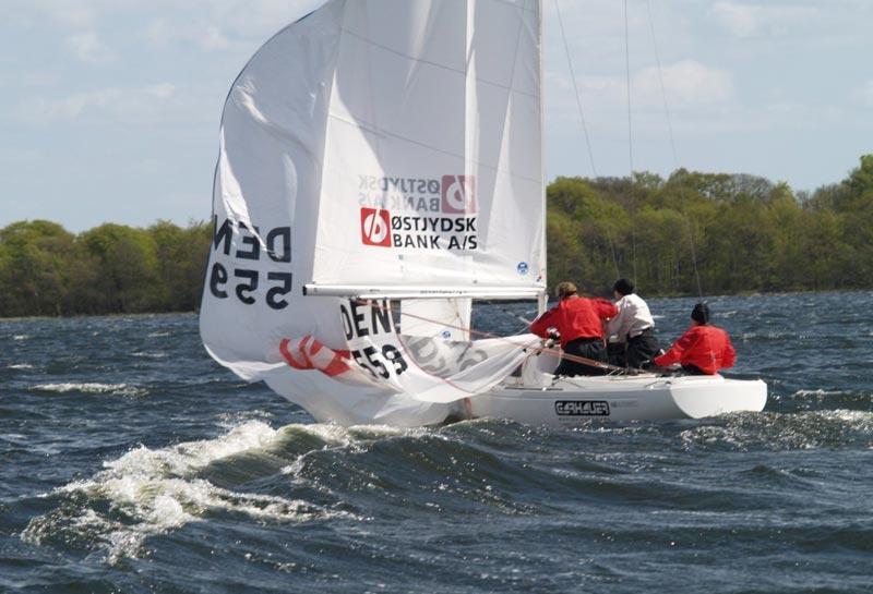 Steffen Stegger lå rigtig godt til at blive vinder sidst, men blev taget i den allersidste sejlads. Måske lykken er med i år. Foto: Silkeborg Sejlklub