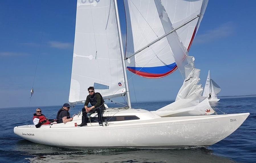 Eleverne i Aarhus kan blandt andet sejle H-bådsstævner. Foto: Aarhus Sejlklub