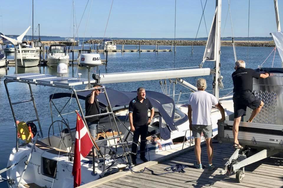 For turisterne er det en anderledes oplevelse at bruge ferien på en båd. Foto: Handbjerg Marina