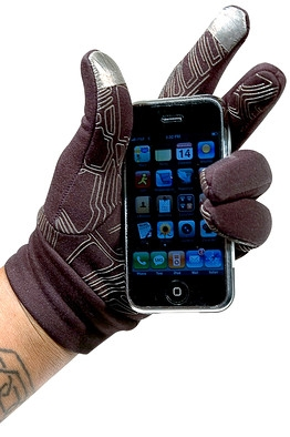 Handskerne har fået navnet North Face Etip Gloves og stoffet på pege- og tommelfingeren er patenteret under navnet X-static.