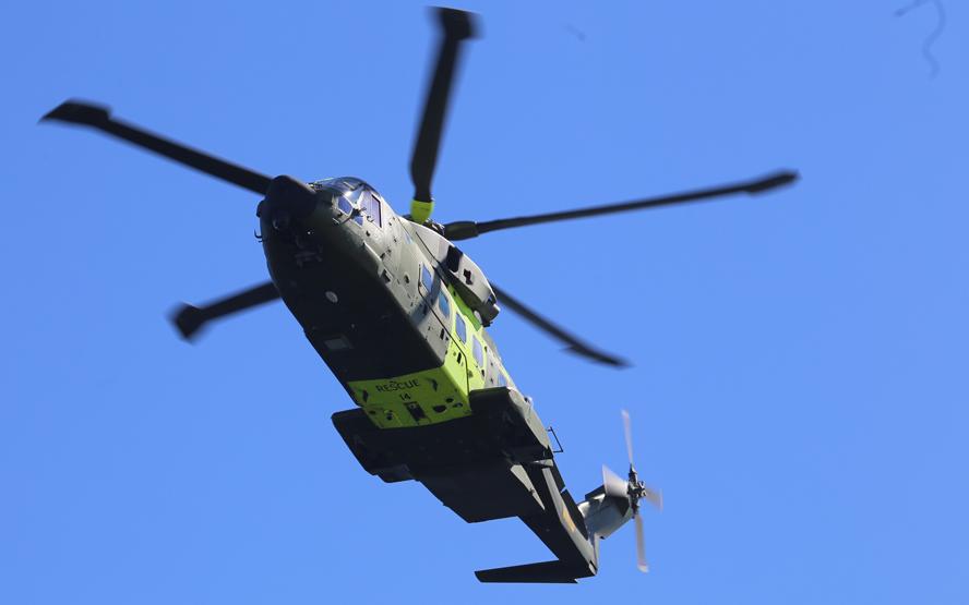 De fem fiskere blev én efter én bjærget af en redningshelikopter. Arkivfoto: Troels Lykke