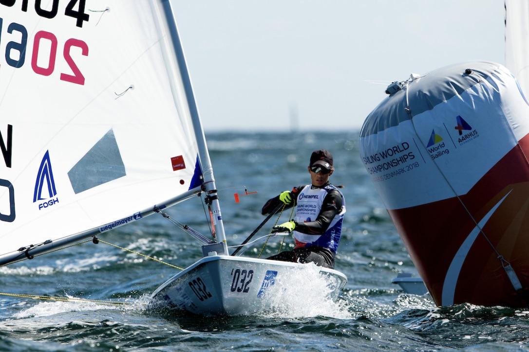 Også mærkerne ved VM er beklædt med Hempels produkter. Her i form af en malerspand. Foto: Sailing Energy