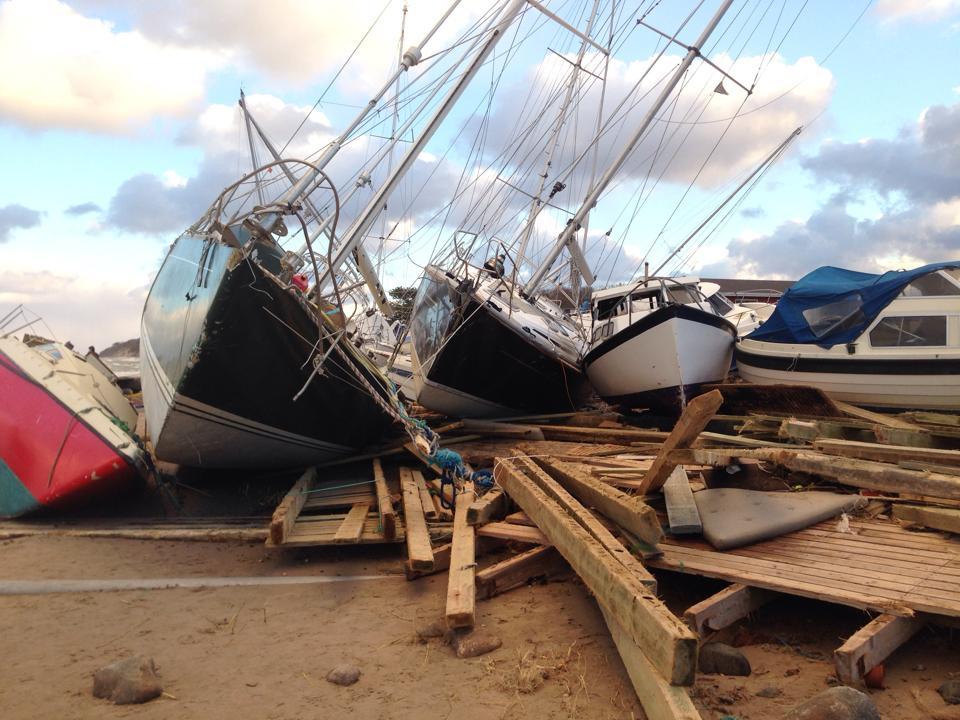 Gilleleje Havn mangler stadig flere millioner til forbedring af ydermolerne. Her billede efter Bodils hærgen i 2013. Arkivfoto: Henrik Paulsen