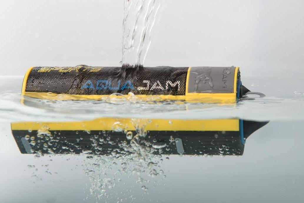 Bluetooth-højtaleren er ikke kun vandtæt, men kan også selv holde sig flydende. Foto: Watski