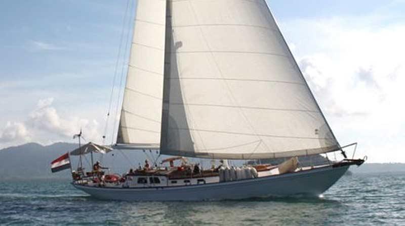 Den hollandske 60-fods yacht Alondra, der står i spidsen for flotillen.