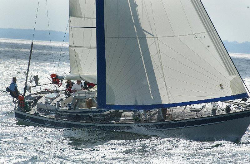 Familien Kjær er på udkig efter en lidt større båd med moderne bekvemmeligheder, som fx denne Hallberg-Rassy. Foto: hallberg-rassy.com