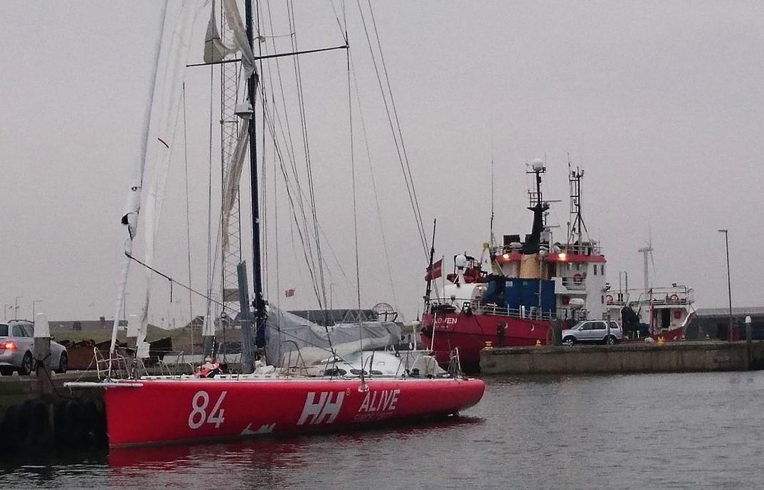 Den norske båd med ødelagte sejl. Foto: Kim Specht