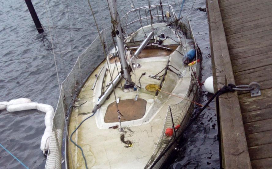 Har du set til din båd fornylig. Det havde denne sejler i Hvidovre Havn ikke. Foto: Jesper Andersen