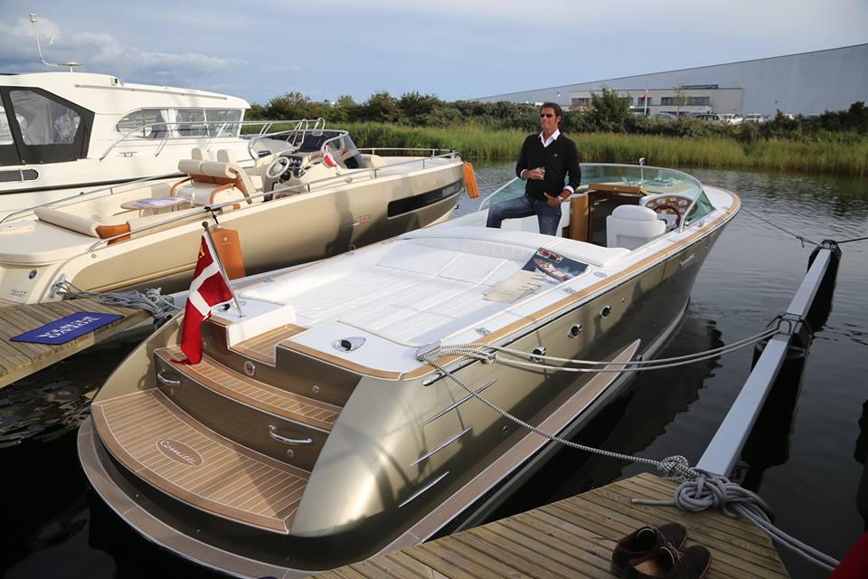 Der var en del tjekkede motorbåde på messen i Ishøj. Her en italiensk Invictus, der sælges i Maritim Center Helsingør. Fotos: Troels Lykke
