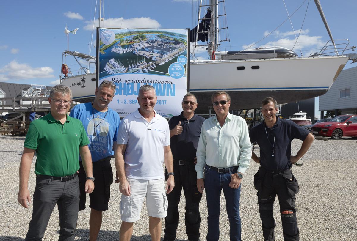 Team Tempo er alle i fuld gang med at klargøring til Ishøj Havn Flydende Båd- og Vandsportsmesse. Foto: Henrik Hansen