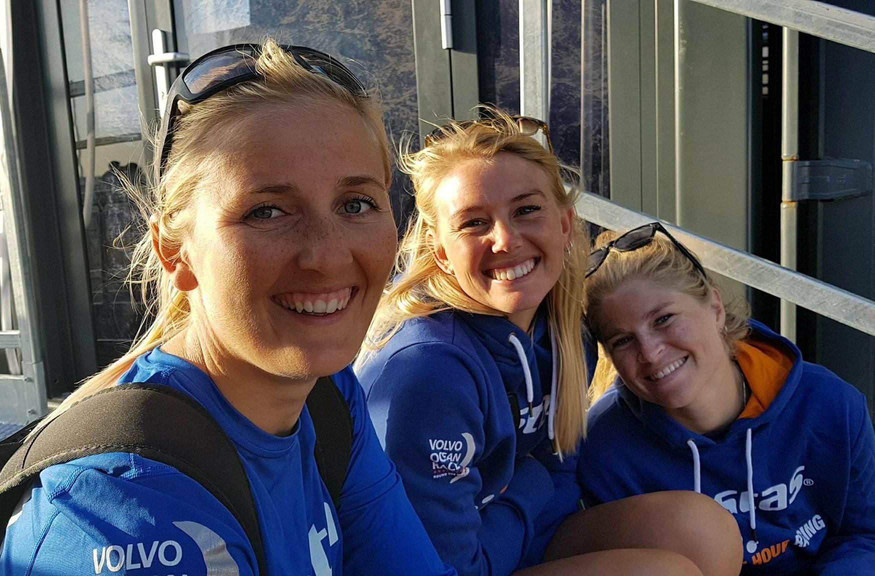 Fra venstre ses Jena Mai Hansen, Lin Ea Cenholt og Katja Salskov-Iversen, de to sidstnævnte har sejlet VIP-sejlads for Vestas i M32. Foto: Troels Lykke