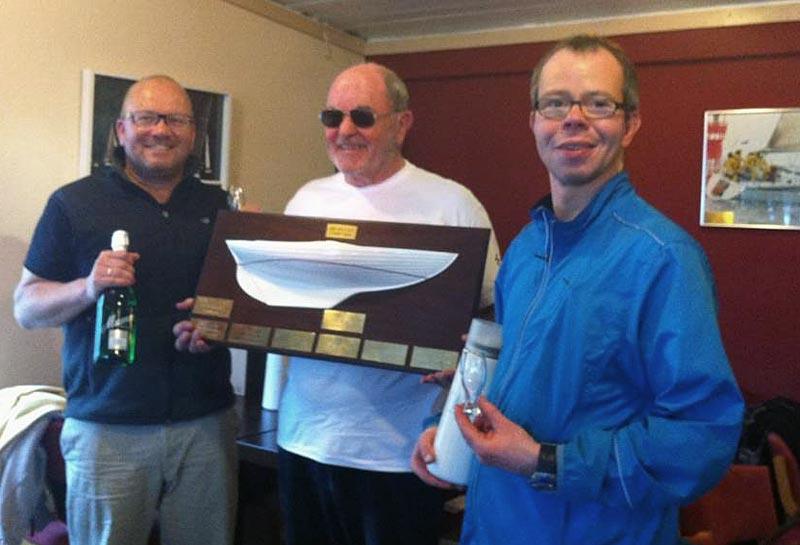 Glade vindere: Verner Vestergaard flankeret af sønnerne Claus og Jens Vestergaard.