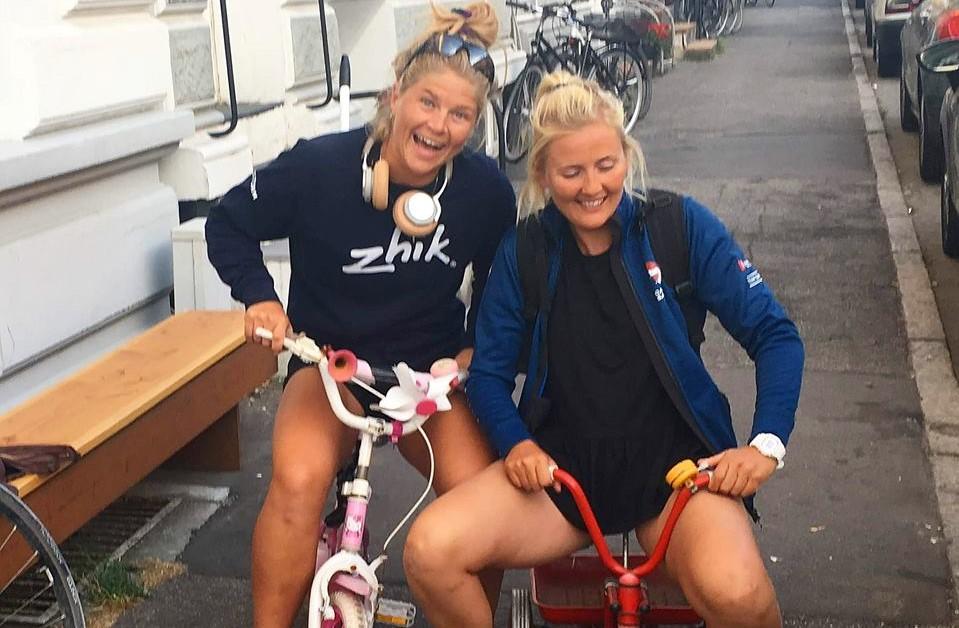 Gast Katja Salskov-Iversen og rorsmand Jena Mai Hansen, regerende verdensmestre, er nu blandt 50 danske atleter, der skal dele 12 mio. kroner. Privatfoto