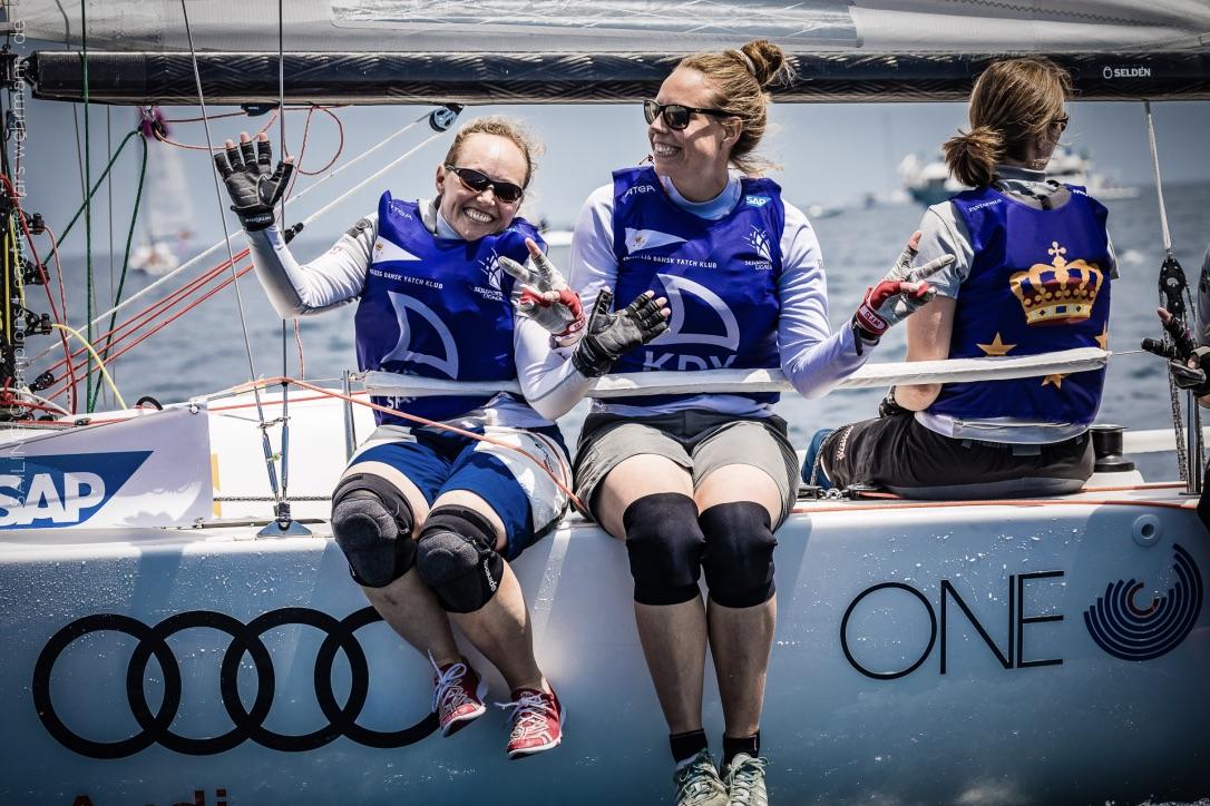 Smilene er brede hos den danske kvindebesætning fra KDY. Sidste år sluttede teamet som bedste nordiske hold på en 10. plads. Foto: Sailing Champions League