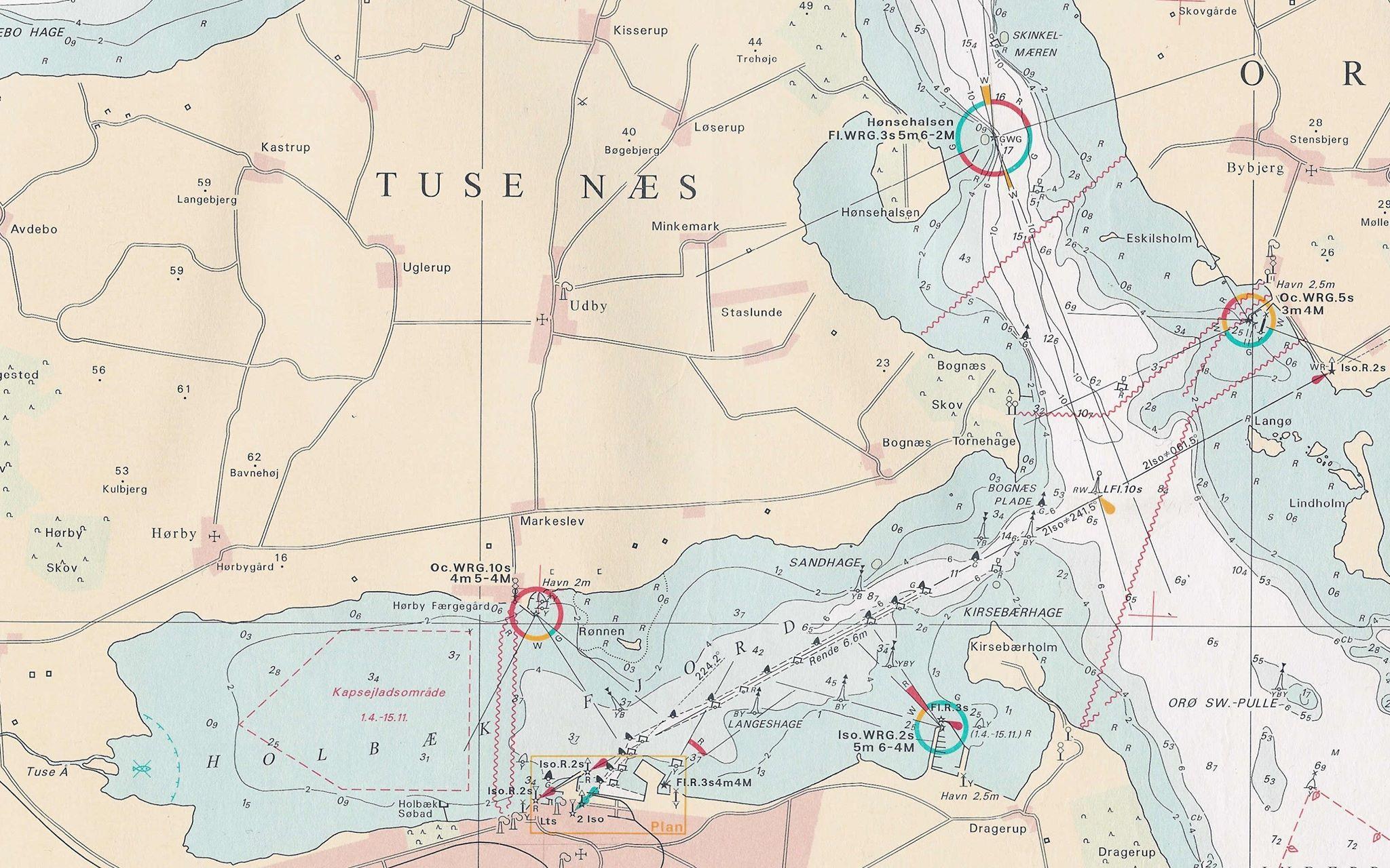 Bjarke M. Christensen har detaljeret gennemgået 36 forskellige søkort som sejlerne bruger. Både papirsøkort og elektroniske søkort.
