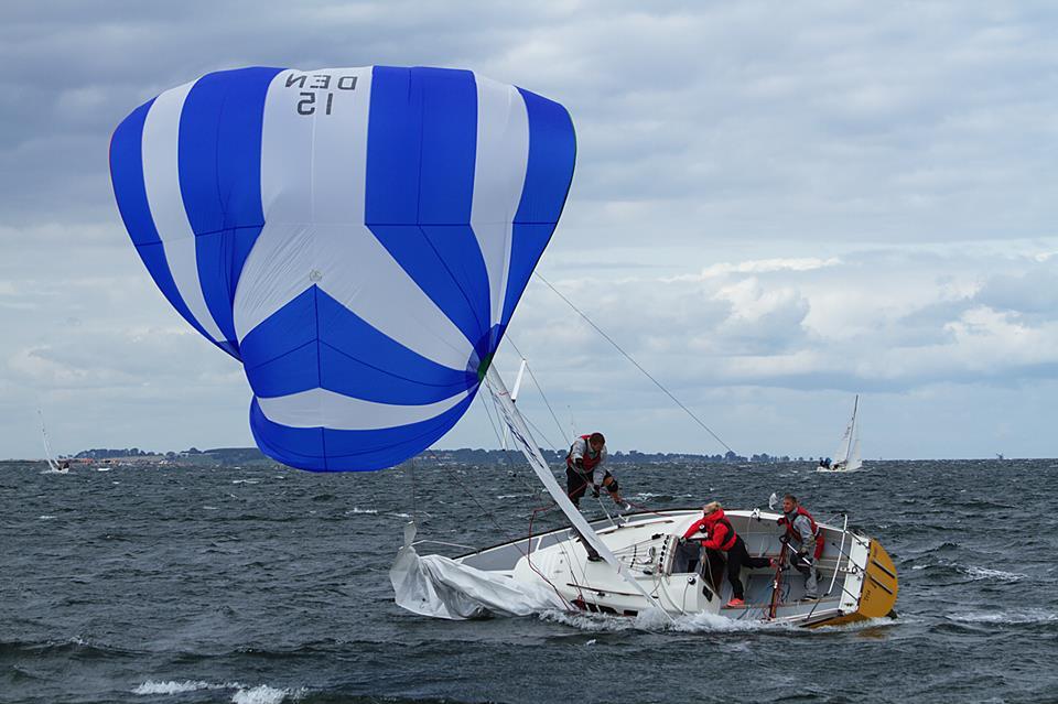 L 23eren Tria med Martin Larsen fra Køge Bugt Sejlklub havde sine udfordringer i Faaborg. Foto: Anders Lund