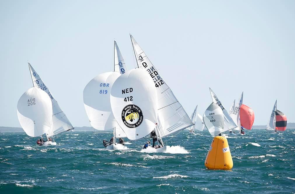 """- Det virkede slet ikke at sejle """"safe"""". Kun de både, der huggede den helt ud  på fløjene, kom godt ind, så vi tabte til begge sider i begge sejladser, fortæller Lars Hendriksen fra VM i Drage."""