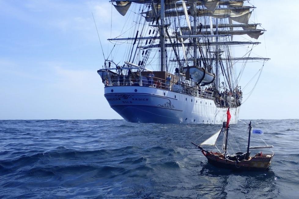 At søsætte et skib er blot én af over 500 oplevelser de skotske drenge Ollie og Harry vil krydse af, inden de fylder 18 år. Foto: Track Our Adventure