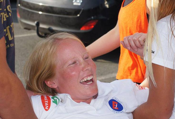 Anna Livbjerg blev smidt i vandet efter hun vandt VM-guld igen i Europajollen. Foto: Søren Johnsen