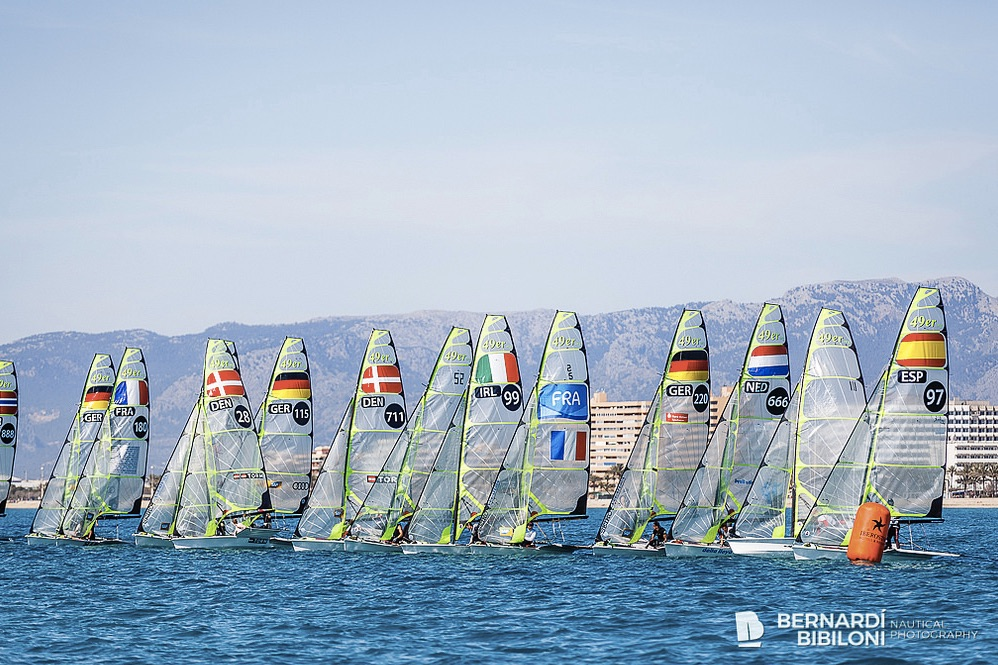 I alt fire danske 49er-besætninger stillede til start. Foto: Bernardi Bibiloni