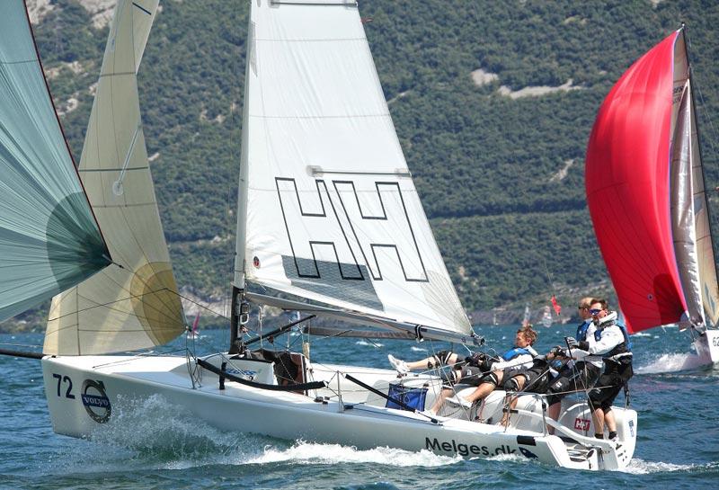 Båden fik lidt skrammer, men det kan klares med gaffa. Foto: melges24.dk