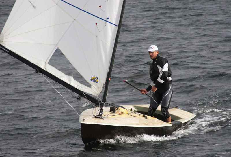 Vinder Stefan Myralf, står op på lænseren. Foto: Anders Lund