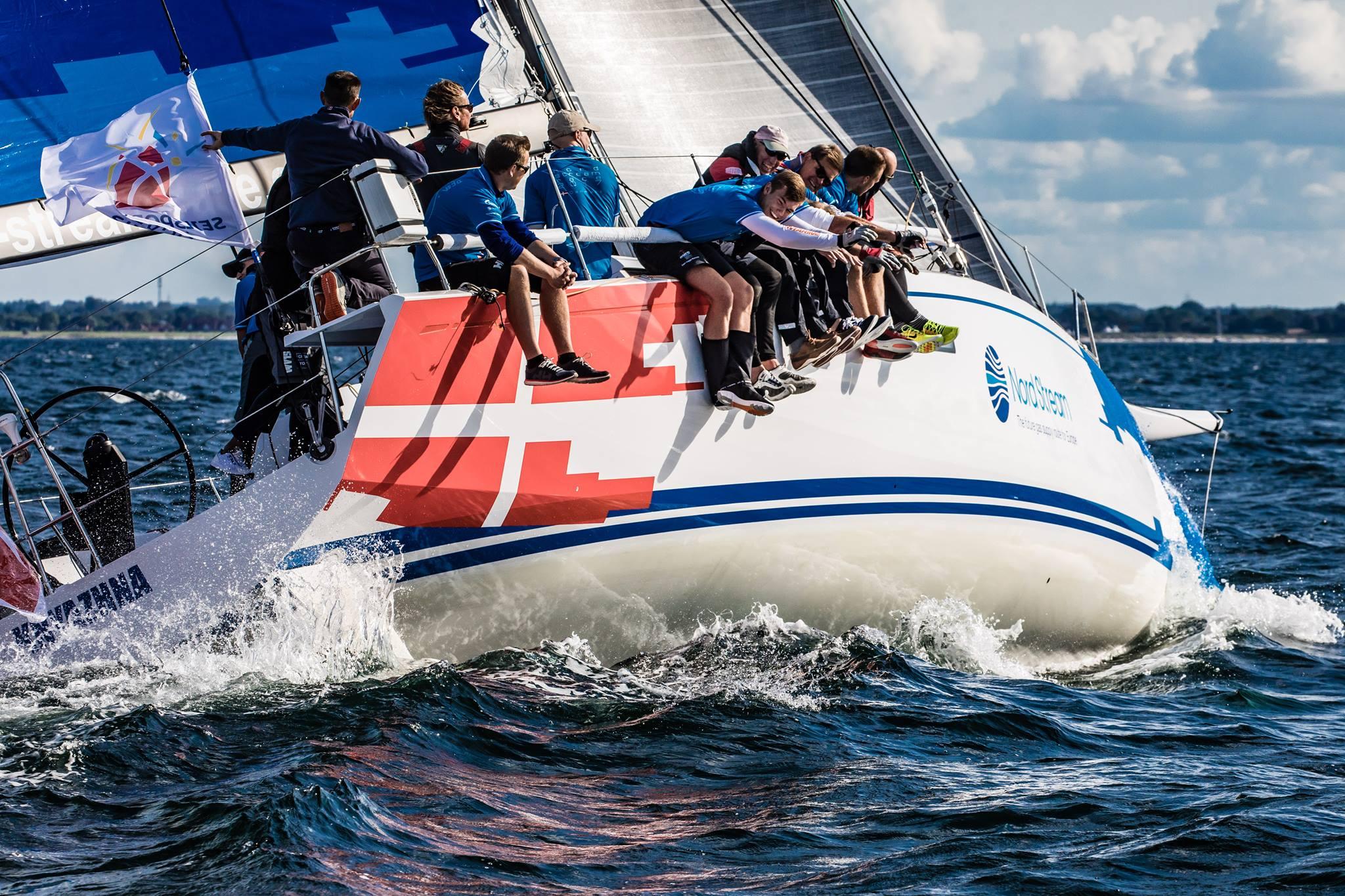 Sidste års ligavindere fra Frederikshavn er blevet udfordret i Club Swan 50'eren, der byder på noget anderledes sejlads end J/70'eren, som teamet normalt sejler i. PR-foto