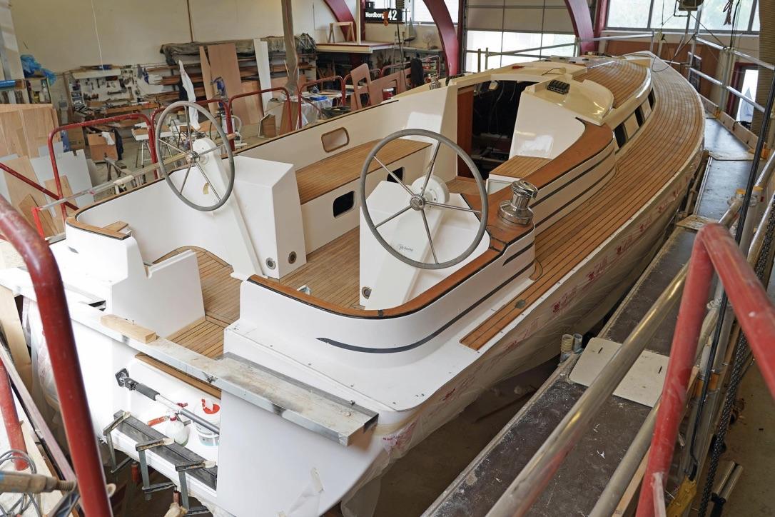 Der er masser plads til familie- og vennebesøg i Nordborg 42'erens cockpit. Foto: Nordborg Bådebyggeri