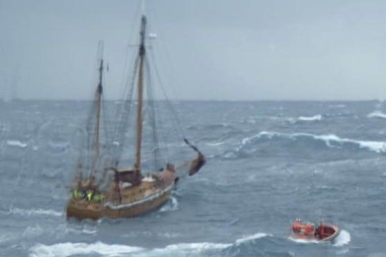 Nordmændene måtte 28. februar forlade sejlskibet 'Blåmann'. Foto: Esvagt