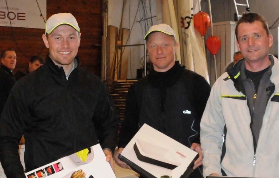 Fra venstre: Anders Nyholm med gasterne Christian Schaffilitzky og Jonas Borup. Foto: Regatta.nu