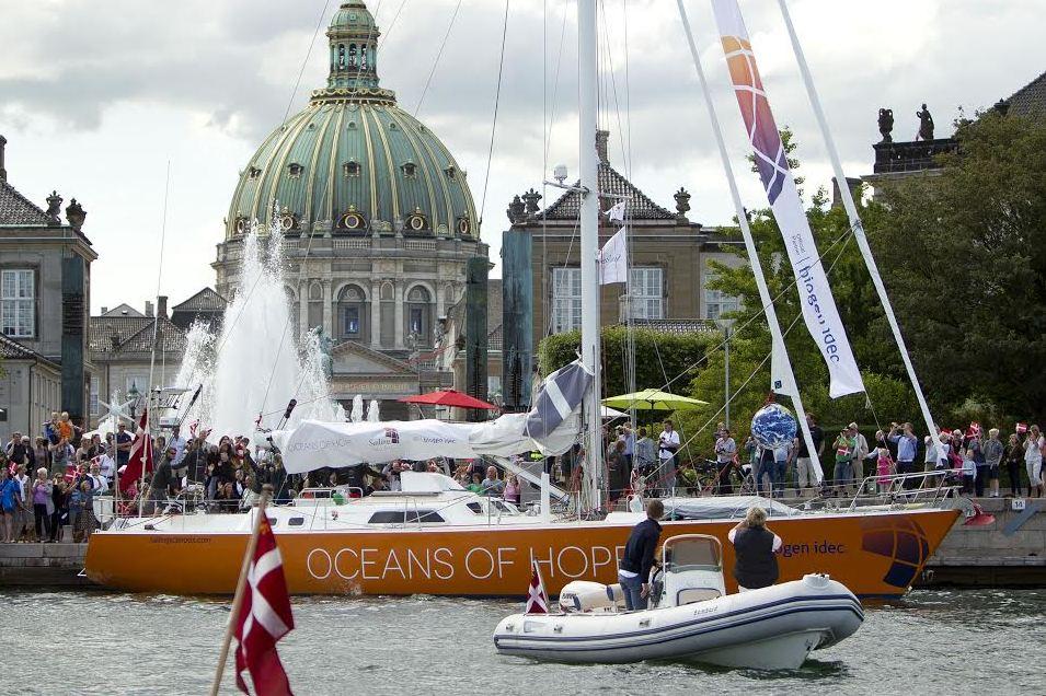 Den 67 fod lange sejlbåd har på 17 måneder sejlet jorden rundt med sklerose-ramte besætningsmedlemmer. Foto: Oceans of Hope