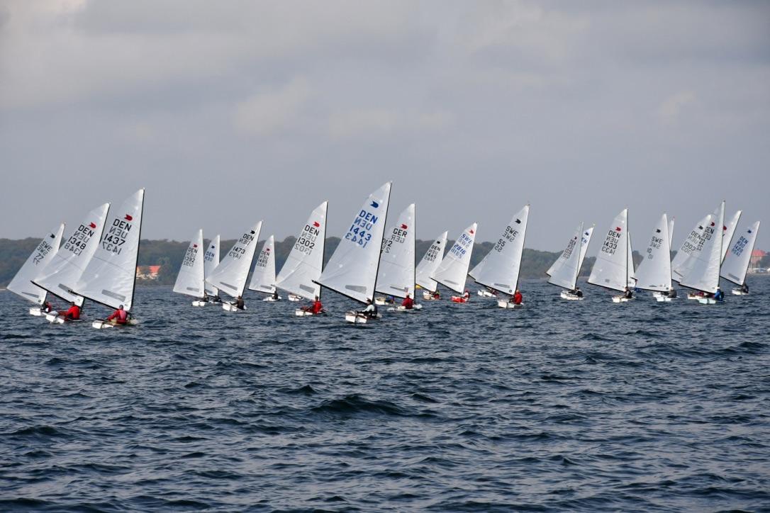 De mange OK-joller gjorde det godt på Isefjorden. Foto: Tonny Wass