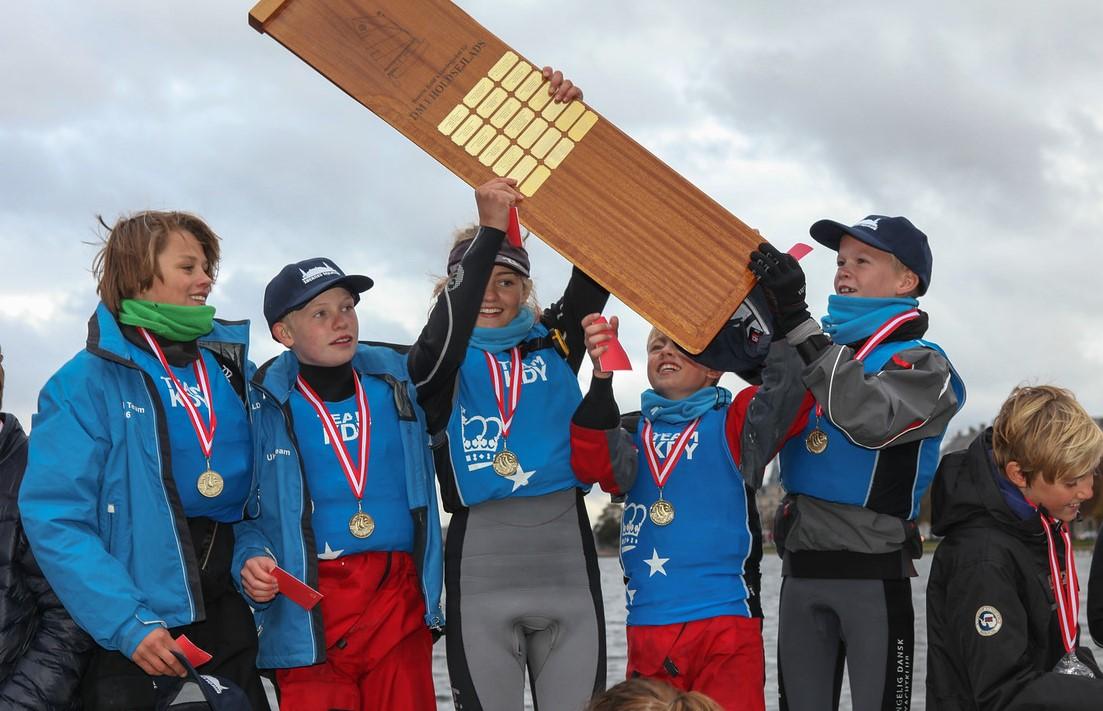Her fejrer vinderne fra KDY. Tekst: Ann-Marie Mohr, foto: Peter Søgaard