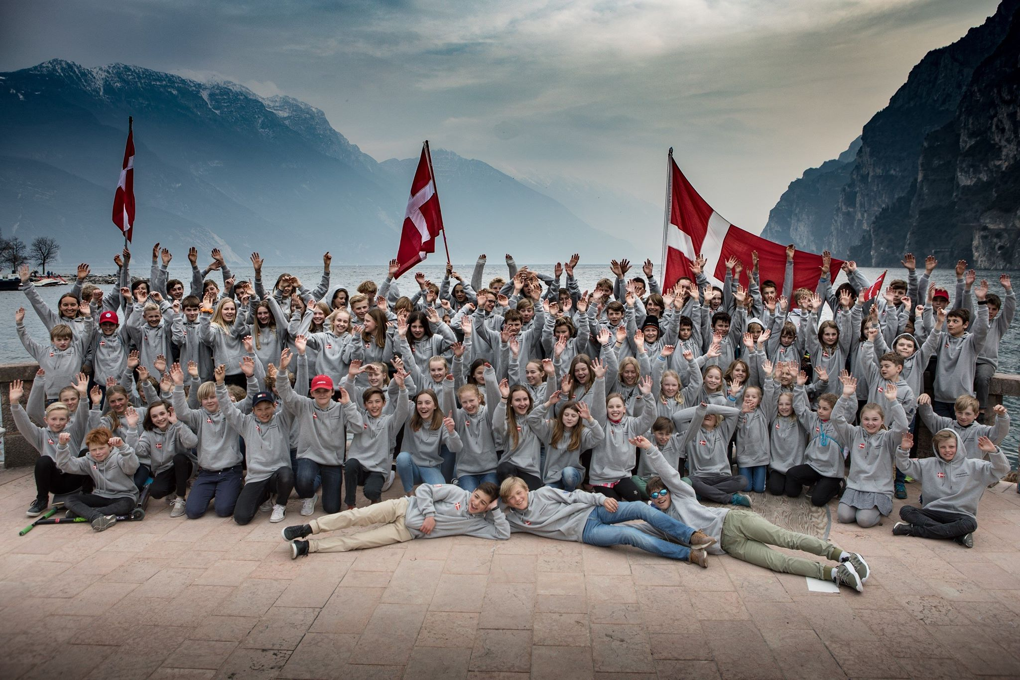 Fællesbillede af SailingGarda.dk sejlerene taget onsdag aften før indmarch er vedhæftet. Foto: Kristian Joos