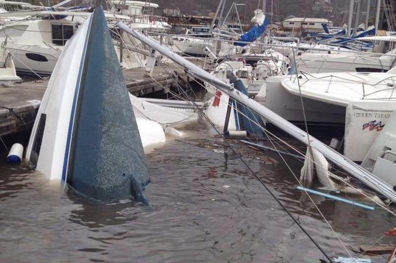 Ikke kun private både er smadrede efter orkanerne. 80 % af charterflåden i Caribien er blandt andet forsvundet efter orkanen Irma.